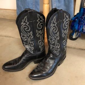 Justin Boots Famous cowboy boots women size 8.5